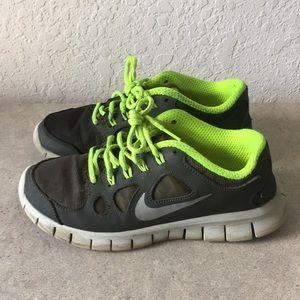 Girls Nike FREE 5.0 Running Shoes Size 6Y